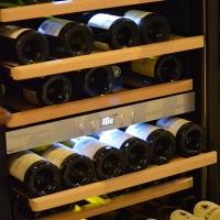 Caveau-Vitrine-vins